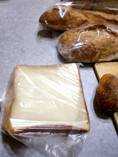 おまけの端のパン