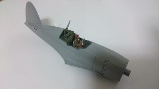 雷電の胴体