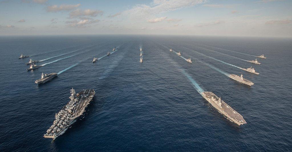 海上自衛隊と米海軍の艦船