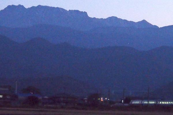 西条市 遠望の石鎚山
