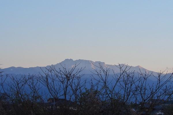 白銀の石鎚山を遠望