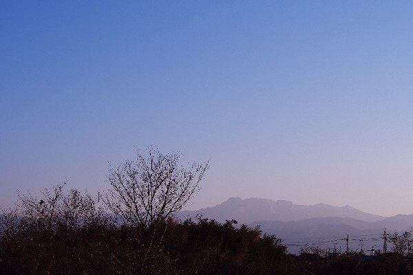 西条市から石鎚山を遠望