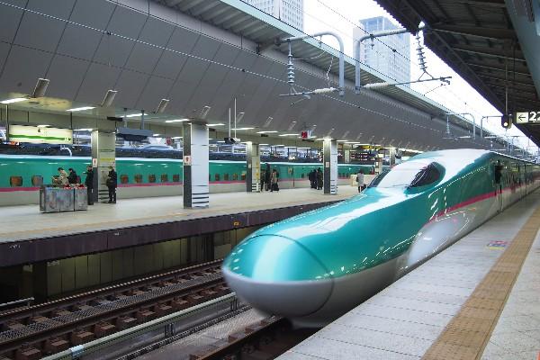 東京駅発 東北新幹線 はやぶさ