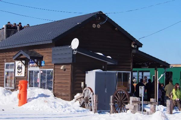 オホーツク海に一番近い駅・JR釧網本線北浜駅