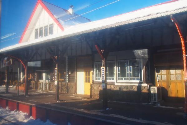 釧網本線 車窓から 駅舎