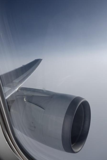 搭乗予定は午前8:00発の便。羽田周辺が荒天(強風)のため滑走路が1本しか使えず着陸待ちの渋滞。上空で30分程旋回待機…今まで体験したことのない揺れでひどい乗り物酔いに(;_;)