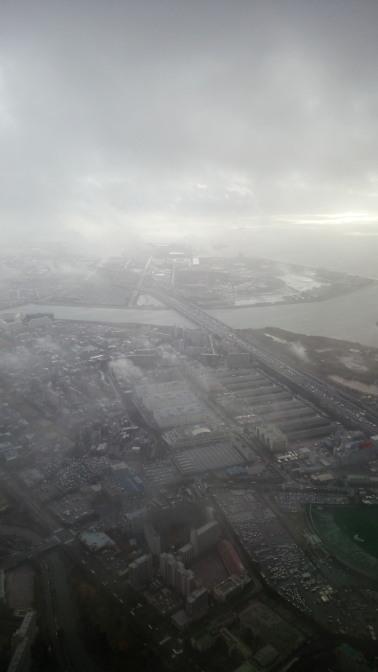 地表付近は強風で機体が
