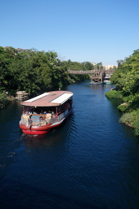 東京ディズニーシーを一周する蒸気船「ディズニーシー・トランジットスチーマーライン」