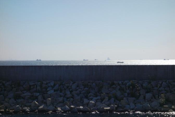 塀の外は東京湾