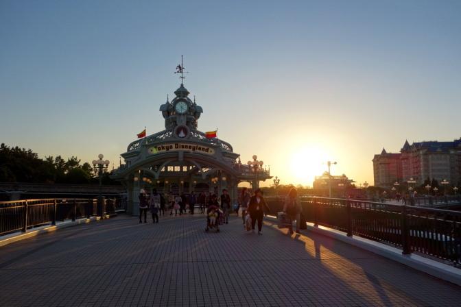 夕方、ディズニーリゾートに戻る。夕日が綺麗