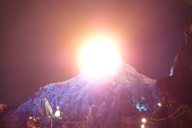 ちなみにプロメテウス火山は約1時間の間隔で噴火するらしい
