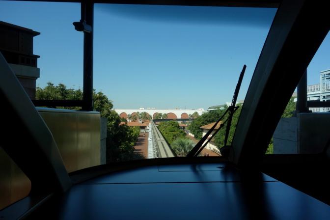 モノレール(ディズニーリゾートライン)に乗って舞浜駅へ