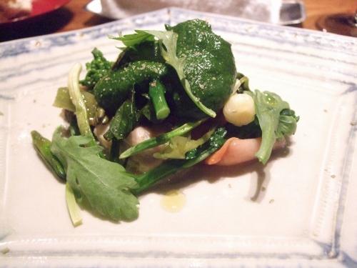 貝とイチゴに菊菜のソース