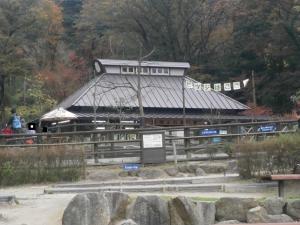 岡崎東公園動物園ふれあい建屋