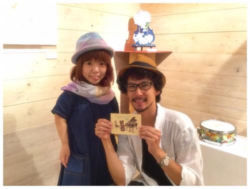 (6) 撮影中、仁美ちゃんの個展へ