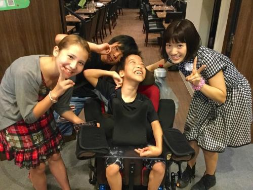 (11) 撮影が終わっても仲良し 美采ちゃんの舞台を観に行きました。