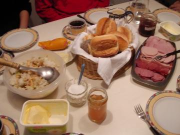 ドイツの朝の食卓。