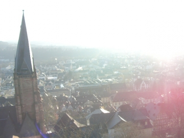 ヘッセン方伯の白から眺めたマールブルグ市街。