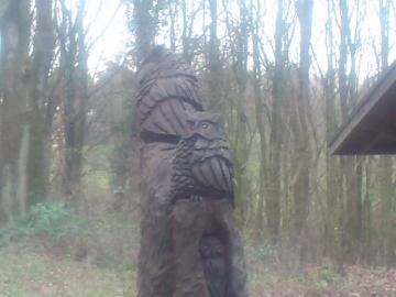 森林公園の梟像。