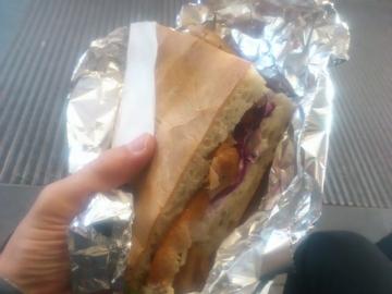 トルコのサンドイッチ、ドゥナ。