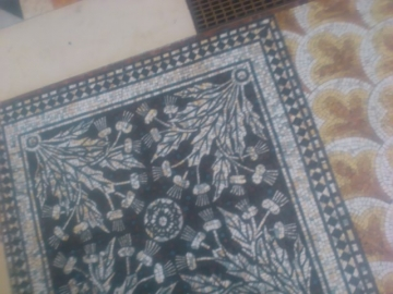 床のモザイク。