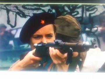 ゾーヤちゃんは傷病兵の手当てだけでなく銃を撃つ時も多々ある。
