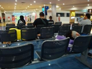マニラ空港泊