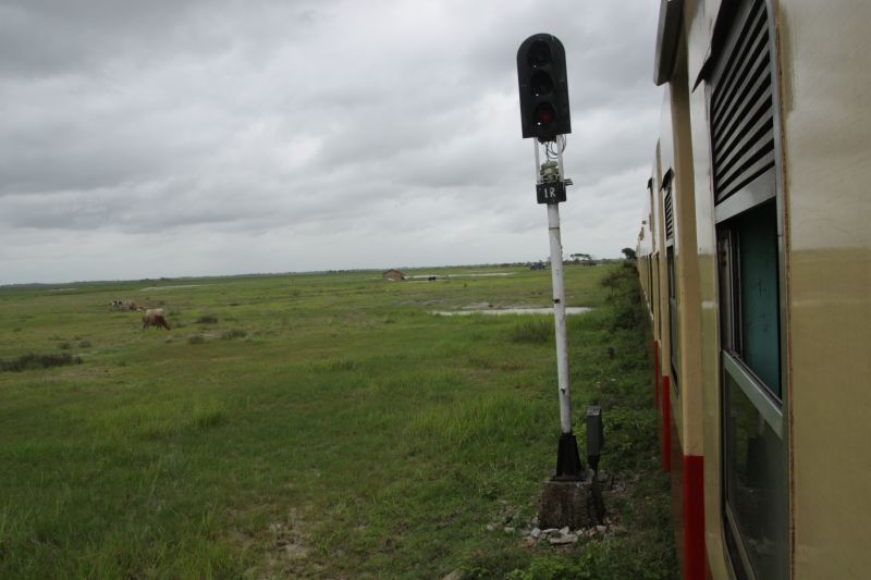 ミャンマー列車