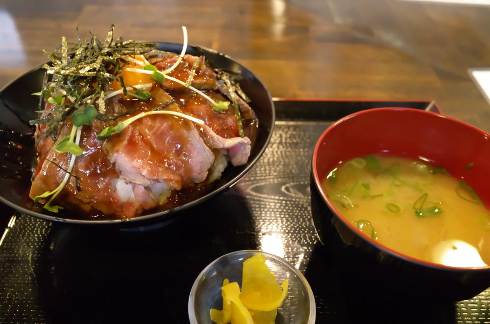 ローストビーフ丼1