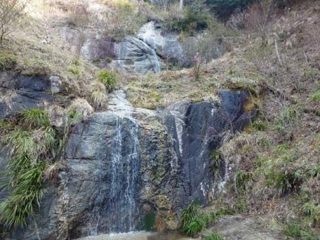 奈々久良の滝