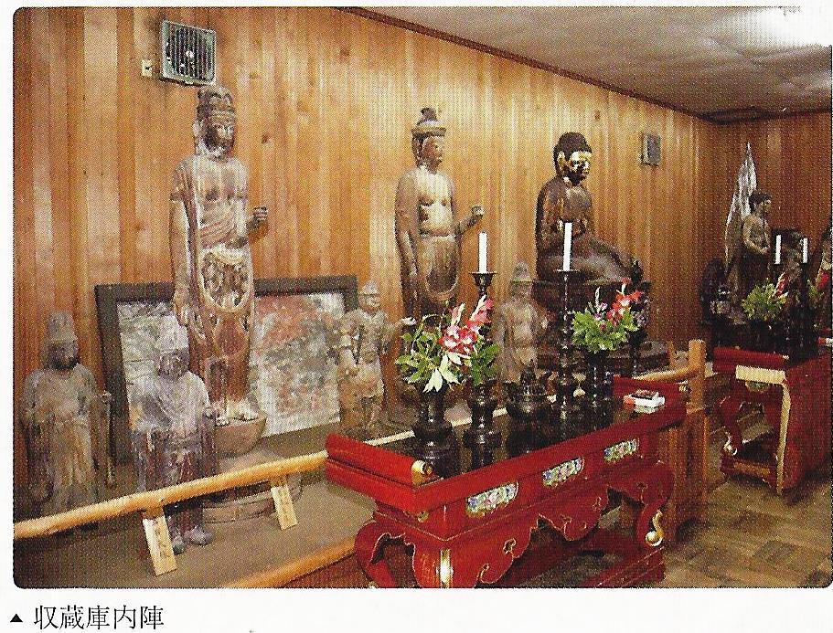 神童寺 収蔵庫内部