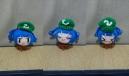 帽子の色が違うのは濃い緑の毛糸が無くなったせい