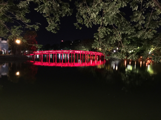 ライトアップされた棲旭橋