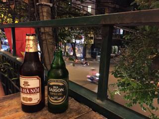 テラスでベトナムビール