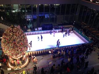 丸ビルの中のスケートリンク