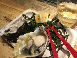 生牡蠣と白ワイン