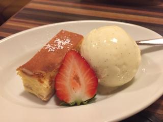 本日のおすすめデザート(チーズケーキとバニラアイス)