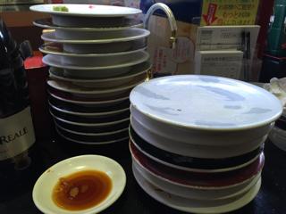 食後の皿タワー