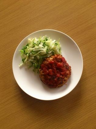豆腐と豚肉のハンバーグトマトソース