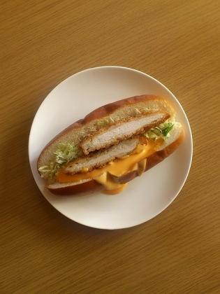 ダブルチーズチキンカツドッグ1