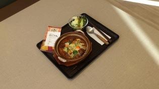 おむらいす亭冬季限定じっくり煮込んだビーフシチュー土鍋ドリア、サラダ3