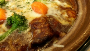 おむらいす亭冬季限定じっくり煮込んだビーフシチュー土鍋ドリア、サラダ4