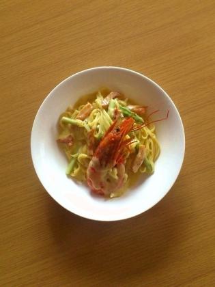 マルちゃんカルボナーラ(海老、ベーコン、玉葱、アスパラ、スライスチーズ、黒胡椒)
