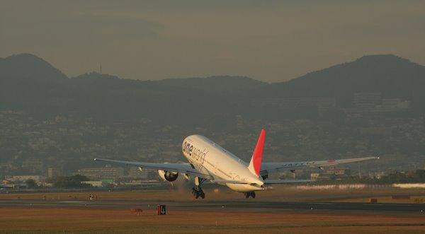 2009-11-25 大阪空港 014 20世紀最大の発明、航空機 600×331