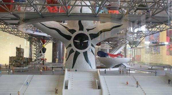 2008-10-17 万博自然文化園 015 万国博覧会開催当時の太陽の塔、模型 (過去の顔、後側) 600×331