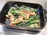 江戸菜とベーコンのガーリック焼き