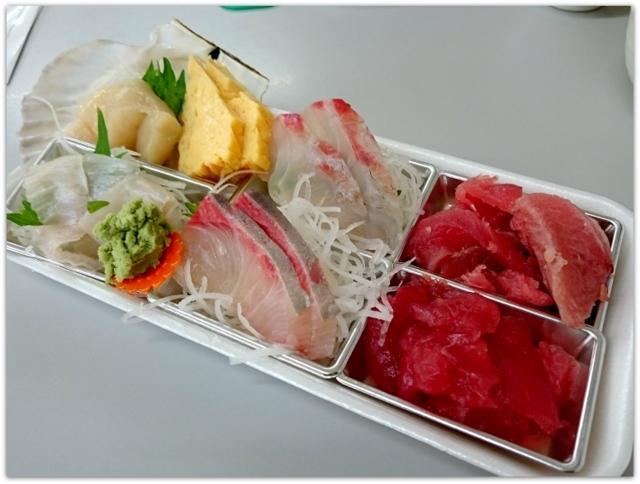 青森県 五所川原市 ランチ グルメ マルコーセンター 市場中食堂 田村鮮魚店 やってまれ丼 刺身 鮮魚