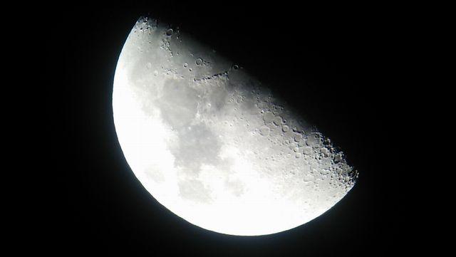 スマホで月を撮影 1