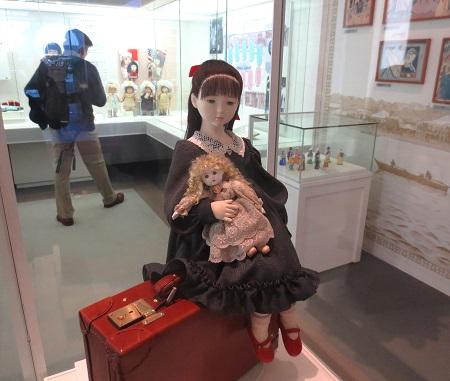 054人形の館