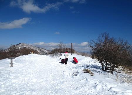 037雪ダルマ作り